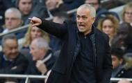 Uất ức sau trận thua, fan Tottenham đem Mourinho ra làm bia xả giận