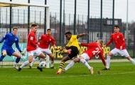 Quên Haaland đi, 'thần đồng 15 tuổi' của Dortmund vừa làm điều kinh hoàng