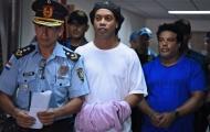 Bị bỏ tù, Ronaldinho vẫn xỏ giày đá bóng?