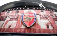 CHÍNH THỨC! HLV Arteta dính COVID-19, toàn đội Arsenal phải cách ly