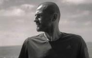 Iker Casillas trình làng 'mái đầu' độc giữa dịch Covid-19