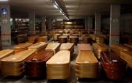 Vì COVID-19, Barcelona biến bãi đậu xe thành 'nhà xác'...