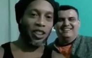 Ronaldinho lộ diện mạo gây bất ngờ ở trong tù