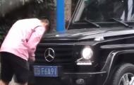 Tuyển thủ Trung Quốc bị bắt vì ngang nhiên thay biển số giả trên phố