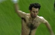 Ryan Giggs xấu hổ khi nhớ lại cách ăn mừng bàn thắng kinh điển vào lưới Arsenal