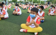 Ra mắt Lotte Kids FC 2020: 50 cầu thủ nhí vẫn giữ thói quen đeo khẩu trang sau nghỉ dịch