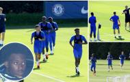 Thần đồng 19 tuổi tái xuất trên sân tập Chelsea