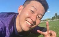 Son Heung-min và sao Tottenham bị cướp cười tươi rói trên sân tập
