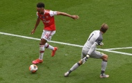 Xuất sắc vượt mặt Thierry Henry, Aubameyang lập tức phá vỡ im lặng