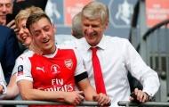 Mesut Ozil mô tả Arsene Wenger bằng 3 từ ngắn gọn