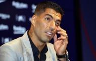 Suarez ngấn lệ, cười khẩy Bartomeu ngồi ngay bên cạnh ngày chia tay Barca