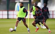 XONG! Liverpool nhận tin sét đánh từ 2 trụ cột trước trận gặp Arsenal