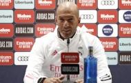 Zidane mang bom xịt 60 triệu 'chào hàng' Man Utd