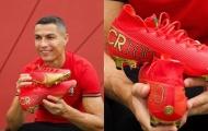 Ronaldo nhận đôi giày 'chất như nước cất' từ Nike