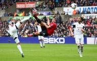 'Cosplay' khoảnh khắc của cha ở M.U, con trai Van Persie lập siêu phẩm volley vào lưới kình địch
