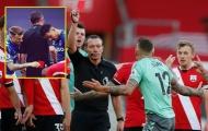 Fan Liverpool 'cà khịa' chiếc thẻ đỏ của Digne: 'Quả báo đến nhãn tiền'
