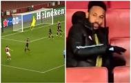 Phát bực với 1 sao Arsenal, Aubameyang càu nhàu đẩy ghế dự bị 2 lần