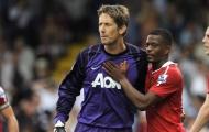 Van der Sar nhắn Evra: 'Lúc nhỏ ai kém nhất sẽ phải làm thủ môn và hậu vệ trái'