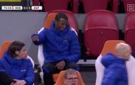 Cựu sao M.U khiến tiền vệ Liverpool tẽn tò ngoài đường biên