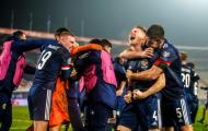 'Mad dog' của M.U vỡ òa khi đội nhà giành vé dự EURO kịch tính