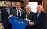 CHÍNH THỨC: Roberto Mancini đặt bút ký hợp đồng với tuyển Ý