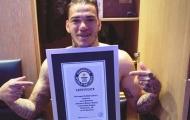 Thủ môn Man City lập kỷ lục Guinness trên sân tập