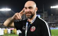 Qatar tính sa thải người hùng, mời 'giáo sư' Wenger