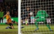 Thủ môn vỡ mũi sau cú sút khủng khiếp của Leroy Sane ở FA Cup