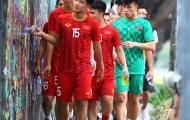 Thủ môn Bùi Tiến Dũng làm điều bất ngờ trước trận gặp Singapore