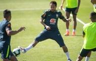 Vừa xịt thuốc tê, vừa tập luyện, Neymar khiến Tite lo sốt vó