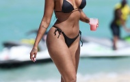 Tình cũ Balotelli khoe thân bốc lửa cùng bikini