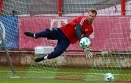 Neuer hoá 'người nhện' trong buổi tập mới nhất của Bayern