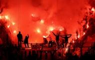 Dortmund 'rực cháy' với pháo sáng trên khán đài Magdeburg