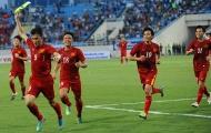 Công Vinh cởi phăng băng đội trưởng ăn mừng bàn thắng