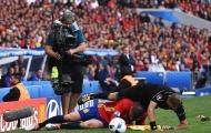 Cận cảnh Alvaro Morata khiến trọng tài biên ngã sấp mặt