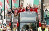 Tuyển xứ Wales diễu hành ăn mừng như vô địch EURO