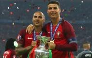 Ronaldo qua đêm với 3 cô gái tóc vàng trước chung kết Euro