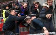 Hooligan Nga choảng nhau tưng bừng trong trận CSKA Moscow đấu Zenit St Petersburg