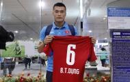 Thủ môn U20 Việt Nam mang áo của em trai sang Hàn Quốc