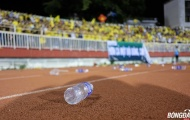 CĐV SLNA thi nhau ném chai nước suýt làm hỏng trận đấu