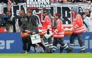 Thủ quân Stuttgart gãy mũi, vỡ hốc mắt sau va chạm với thủ môn
