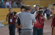 Thầy Park ôm chặt Quang Hải, bầu Hiển thưởng nóng nửa tỷ