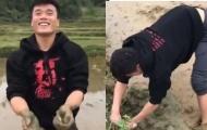 Thủ môn Bùi Tiến Dũng khoe clip lội bùn bắt lươn trong kỳ nghỉ