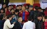 Thầy Park bị đồng hương Hàn Quốc 'quây' ở Hàng Đẫy