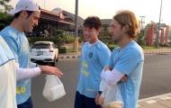 Xuân Trường tươi cười cùng đồng đội mới tại Buriram United