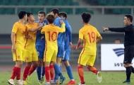 """U22 Trung Quốc bị """"ném đá"""" vì đá 2 trận… nhận 2 thẻ đỏ"""
