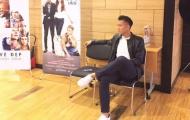Cầu thủ Việt mê giày thời trang, khoe tóc undercut