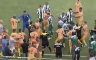 Cầu thủ, CĐV Brazil đánh nhau dữ dội trên sân