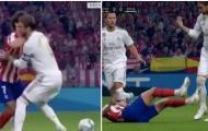 'Vỗ về' Joao Felix nhiệt tình, Ramos nhận phản ứng cực gắt từ NHM