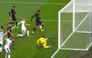 CHOÁNG! 'Quái thú' hóa chân gỗ, Champions League xuất hiện pha bỏ lỡ của năm